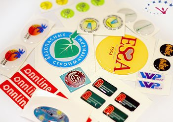 Печать на наклейках - заказать печать на наклейках в Москве